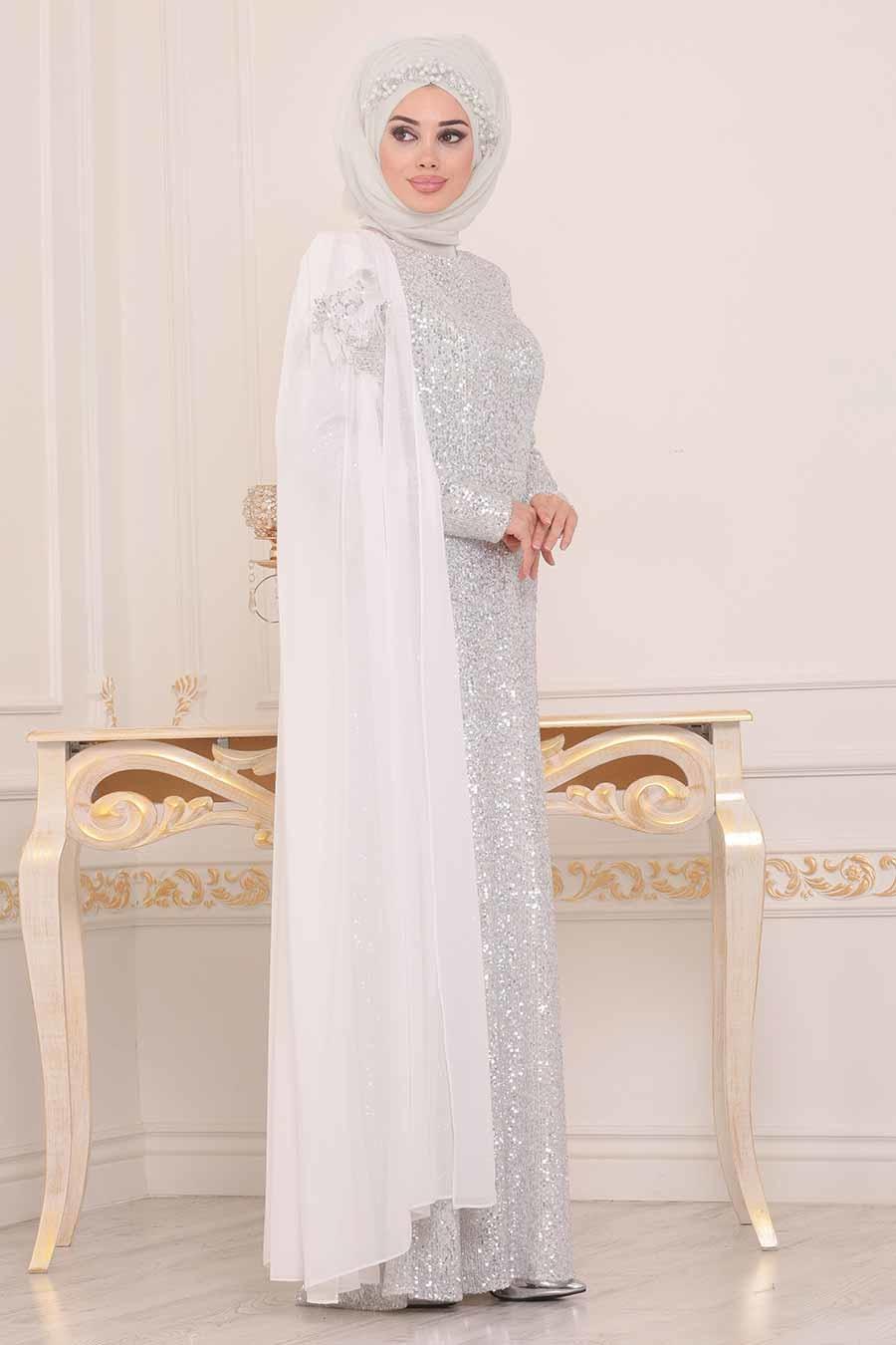 Gamis dengan Layer Putih