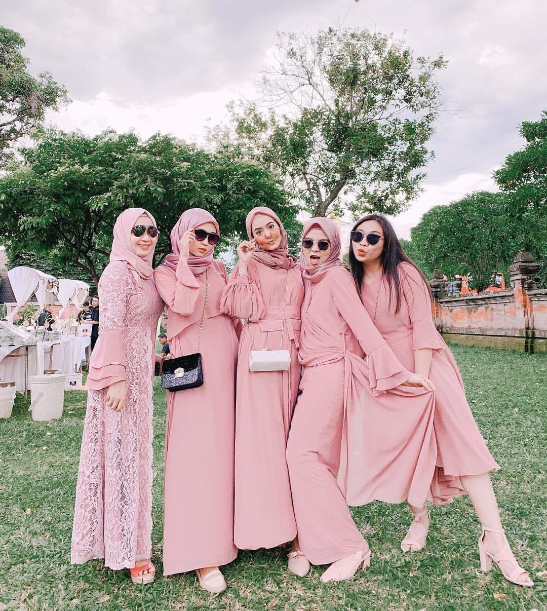 Gamis pesta warna pink anggun