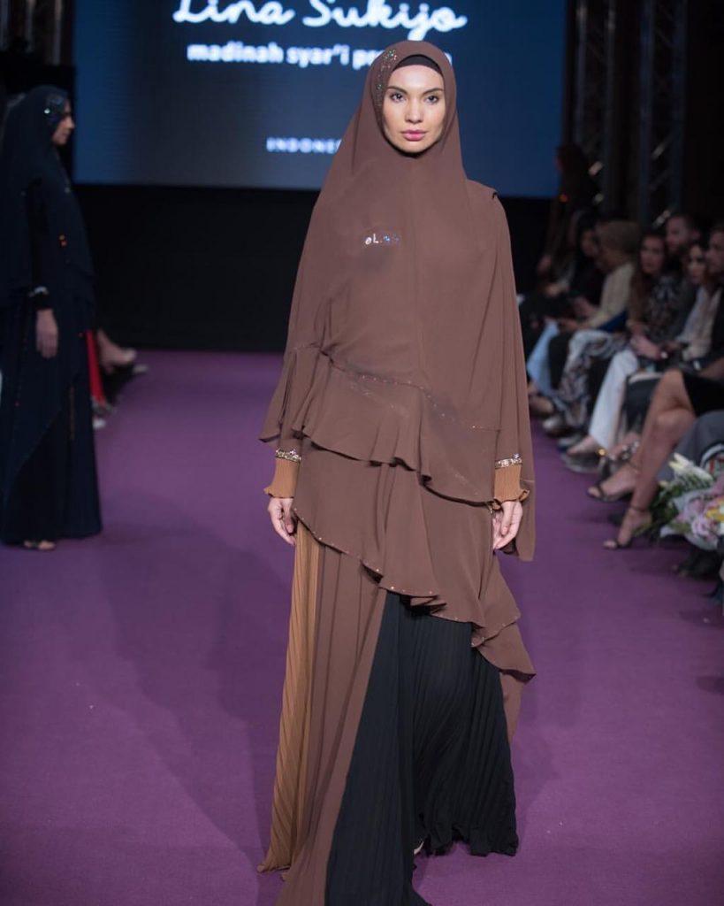 Model Gamis dan Hijab Layer Coklat