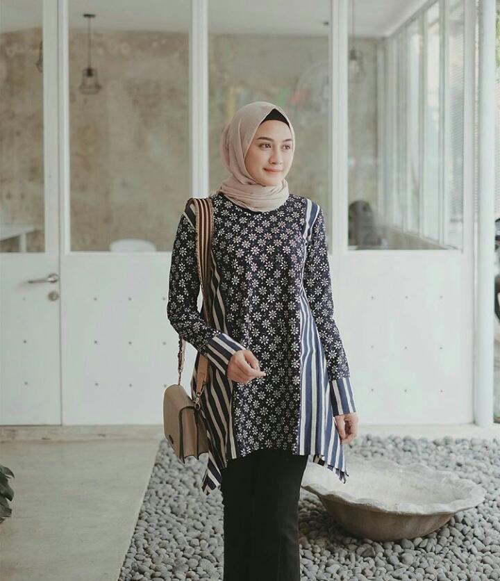 Model Kebaya Batik Motif Simpel