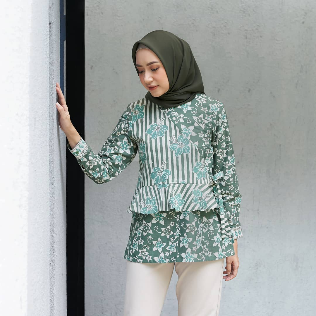 Blouse Model Tumpuk Ikat Samping