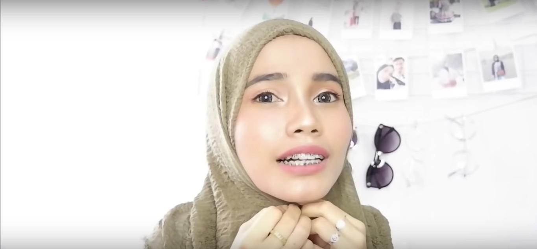 Cara Memakai Hijab Pashmina Rawis Renda