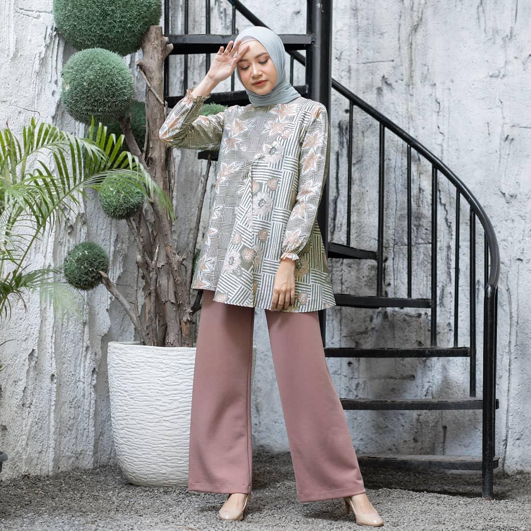 Motif Batik Solo Blouse Layer Depan