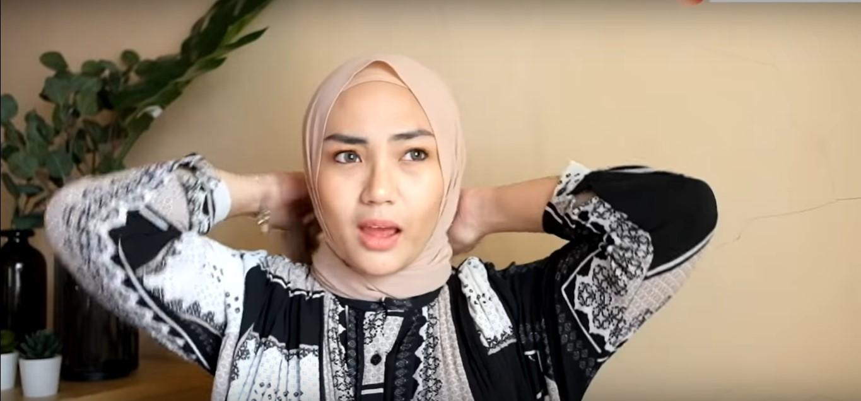 Tutorial Hijab Pahsmina Simple dan Edgy