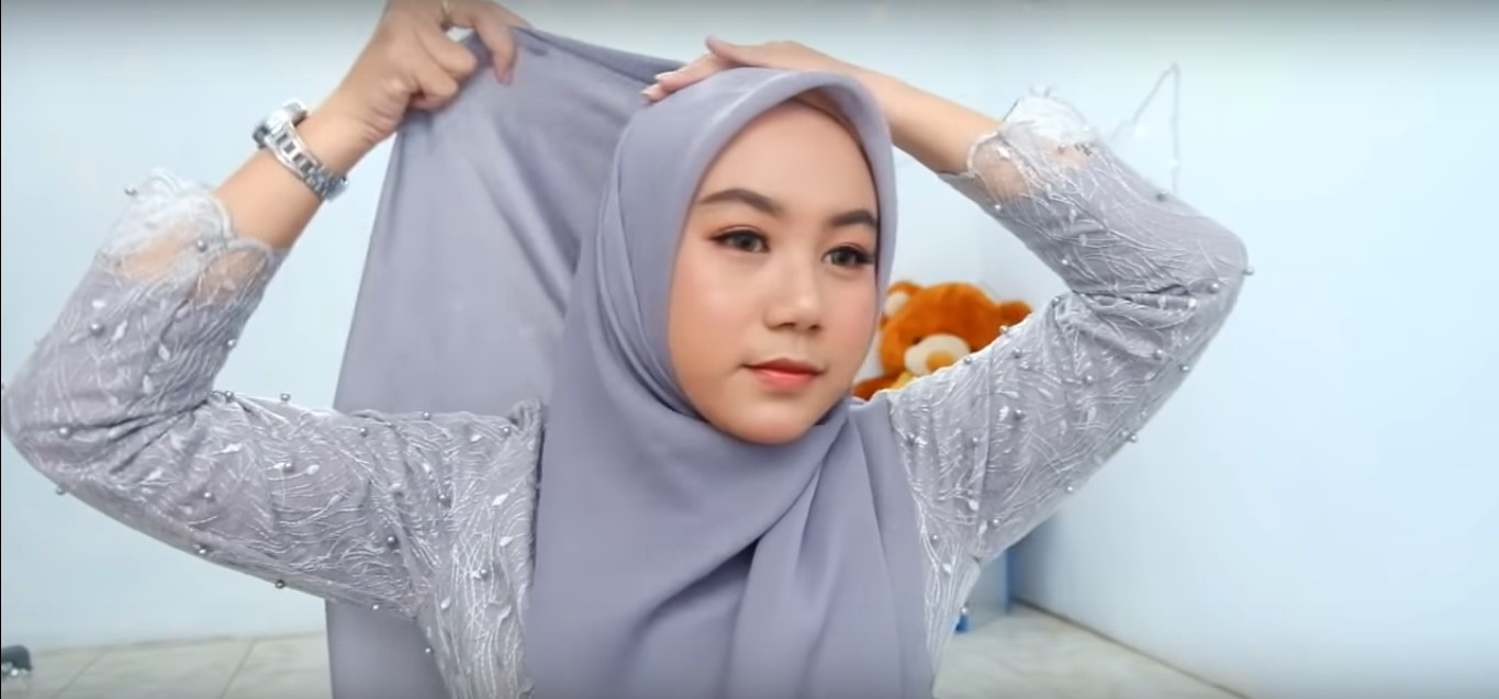 Tutorial Hijab Paris Segi Empat Simple