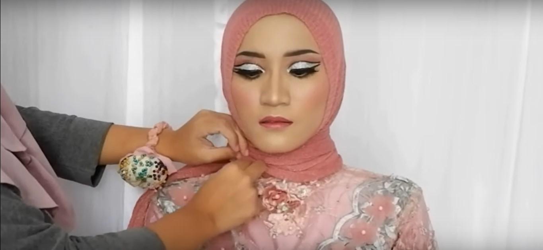 Tutorial Hijab Paris Segi Empat Untuk Kebaya