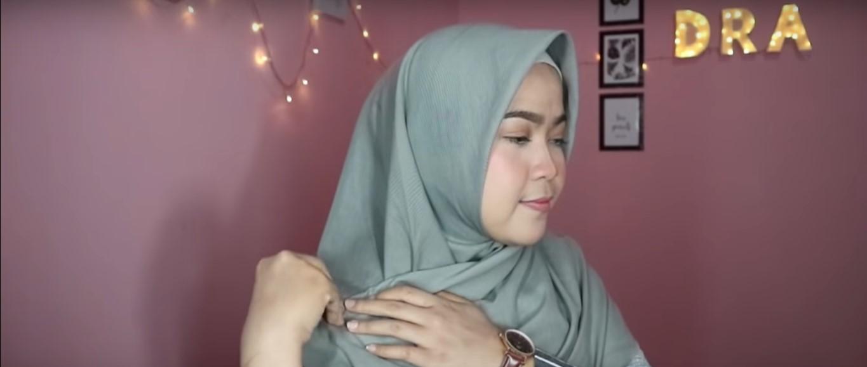Tutorial Hijab Pashmina Menutup Dada Yang Mudah