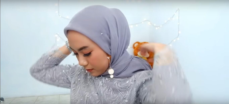 Tutorial Hijab Pashmina Satin Simple