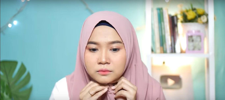 Tutorial Hijab Pashmina Satin Untuk Wajah Bulat