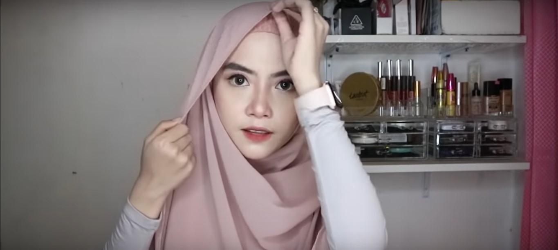 Tutorial Hijab Pashmina Simpel Wisuda