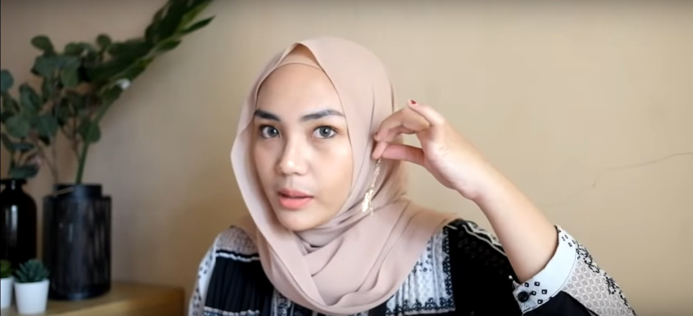 Tutorial Hijab Pashmina Simple Dan Cantik