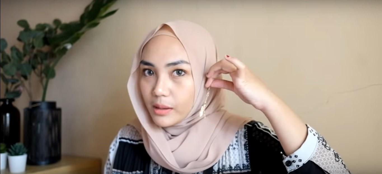 Tutorial Hijab Pashmina Simple Dan Cantik