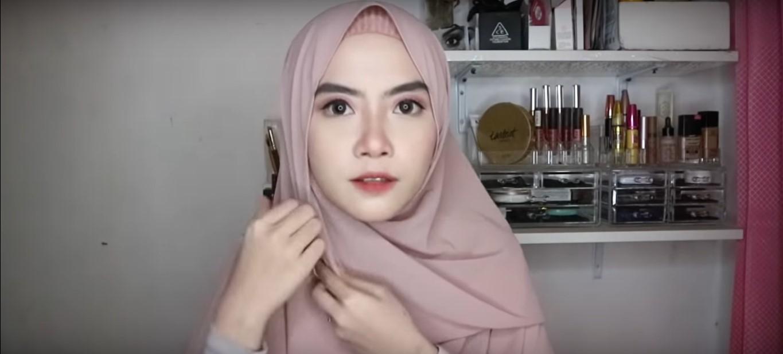 Tutorial Hijab Pashmina Untuk Acara Wisuda