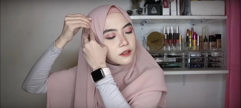Tutorial Hijab Pashmina Wisuda Kekinian