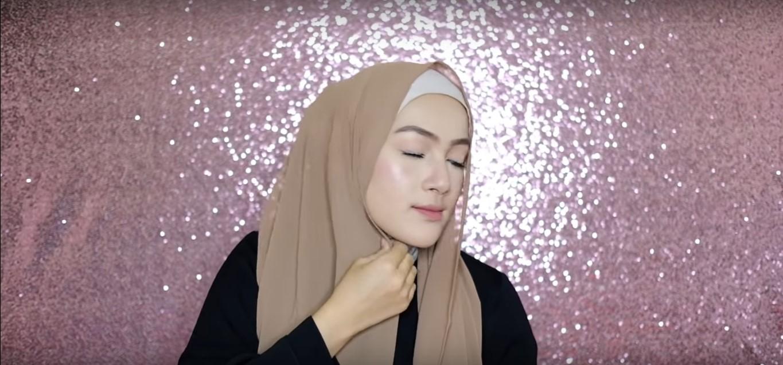 Gambar Tutorial Hijab Pesta Segi Empat Simple