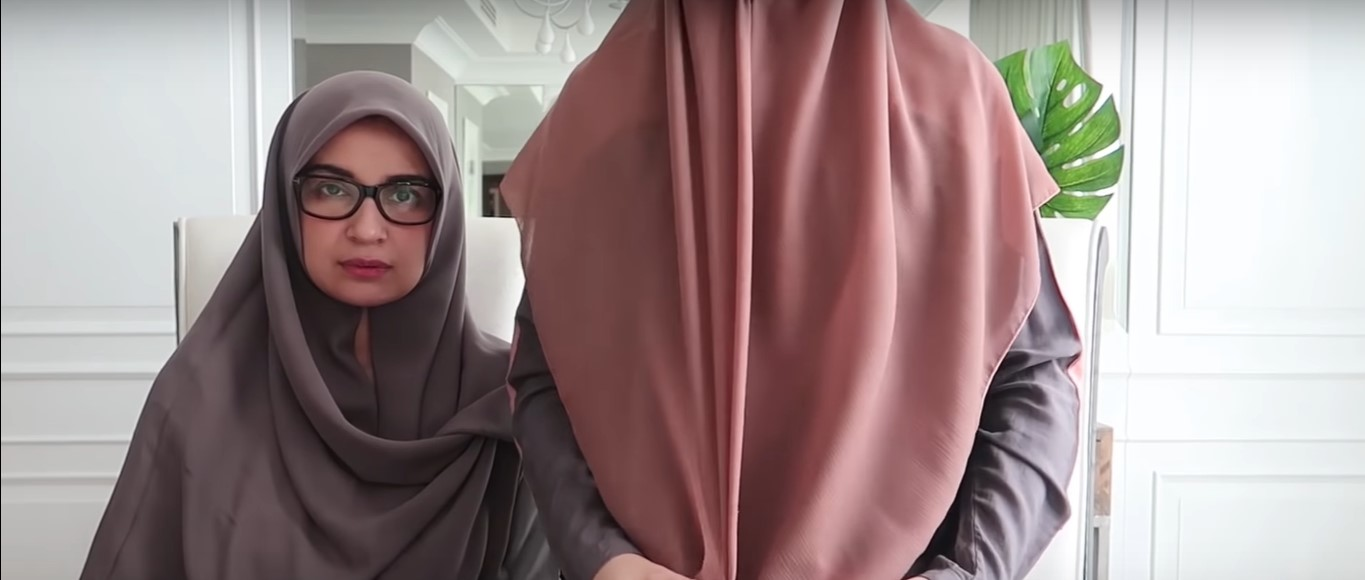 Tutorial Hijab Pesta Segi Empat Simple