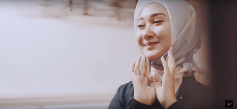 Tutorial Hijab Satin Pesta