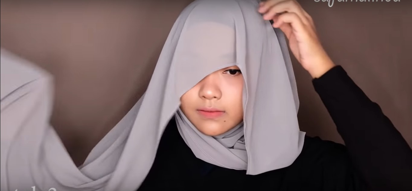 Tutorial Hijab Satin Segi Empat Simple