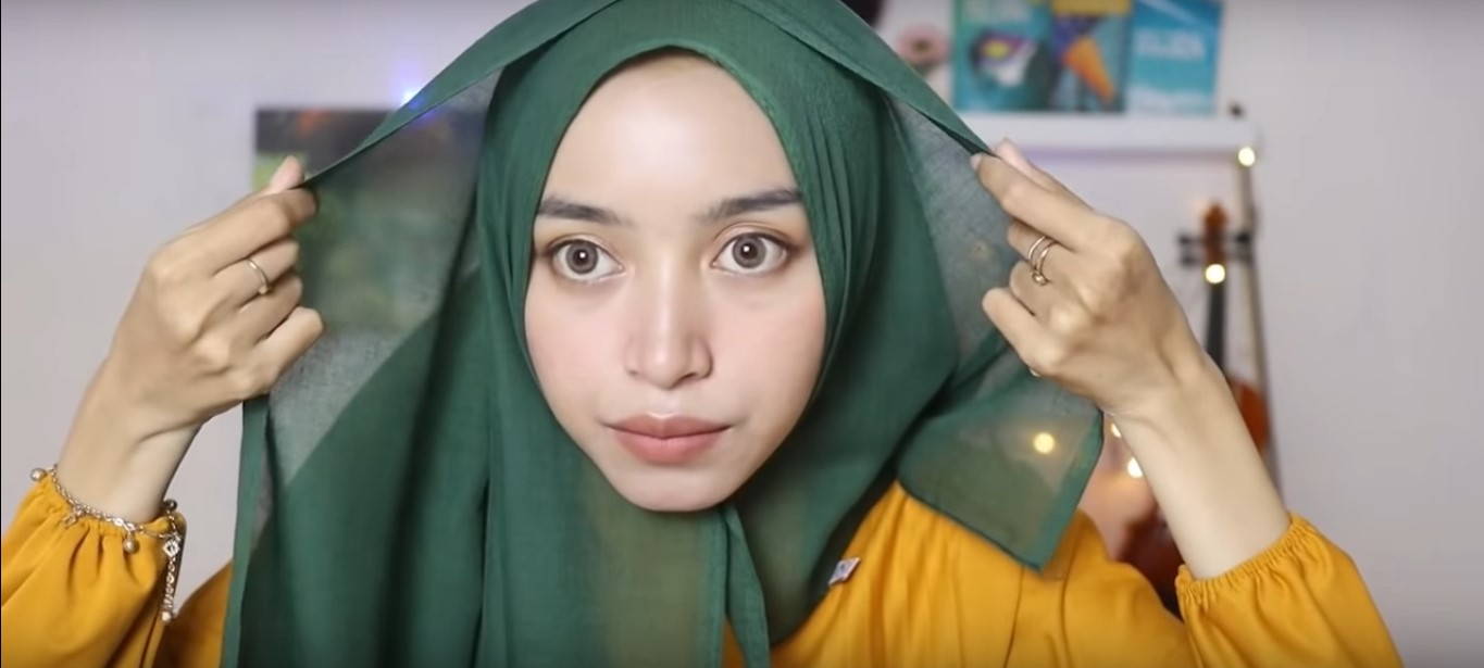 Tutorial Hijab Satin Segitiga