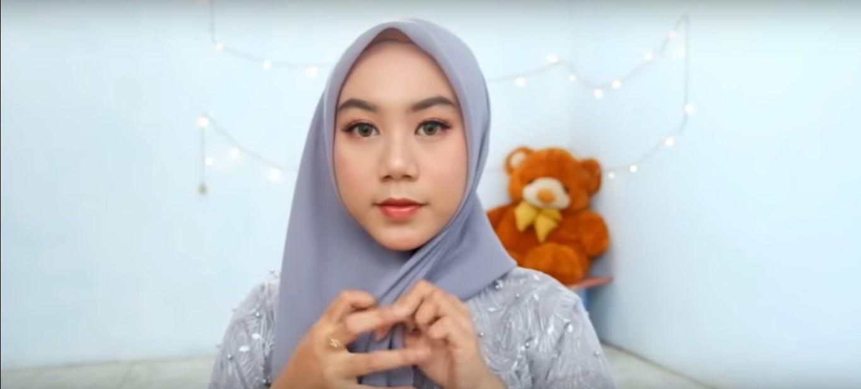 Tutorial Hijab Segi Empat Untuk Wajah Bulat Dan Tembem