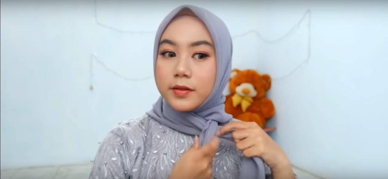 Tutorial Hijab Segi Empat Wisuda
