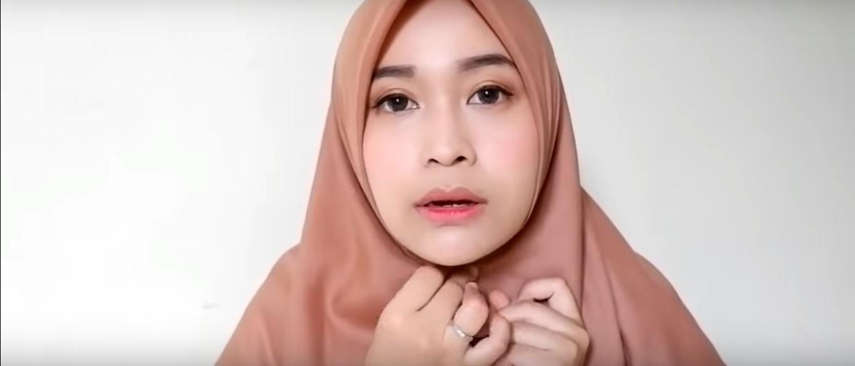 Tutorial Hijab Segitiga Dua Warna