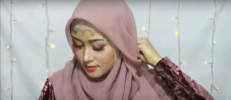 Tutorial Hijab Segitiga Untuk Ke Pesta