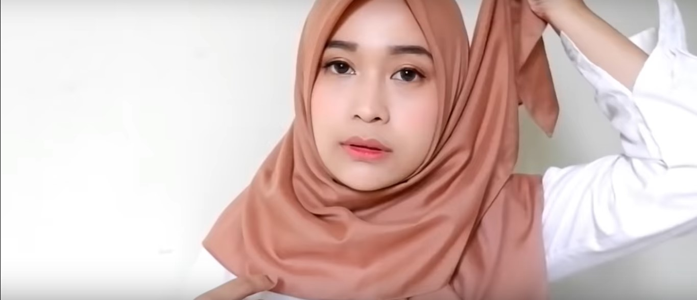 Tutorial Hijab Segitiga Untuk Sehari Hari