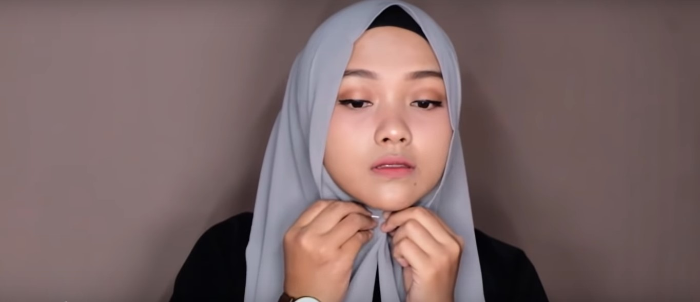 Tutorial Hijab Simple Pashmina Untuk Kuliah