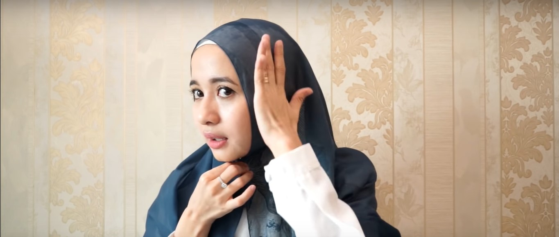 Tutorial Hijab Syar'i Segi Empat Menutup Dada