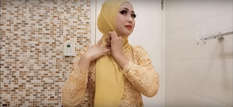 Tutorial Hijab Untuk Kebaya Kutubaru