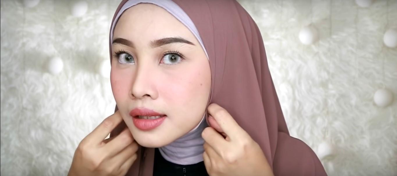 Tutorial Hijab Wisuda Menutupi Dada