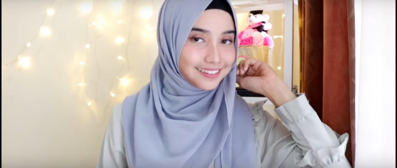 Tutorial Hijab Wisuda Satin