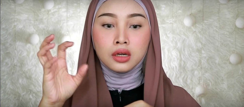 Tutorial Hijab Wisuda Untuk Wajah Bulat