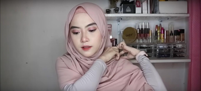 Video Tutorial Hijab Pashmina Wisuda
