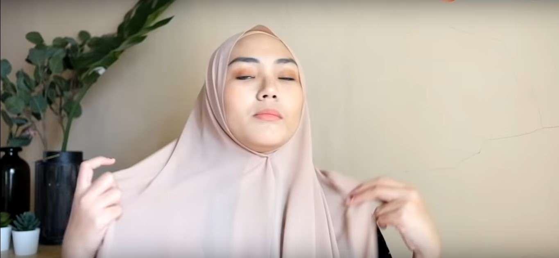 Video Tutorial Hijab Segi Empat Simple