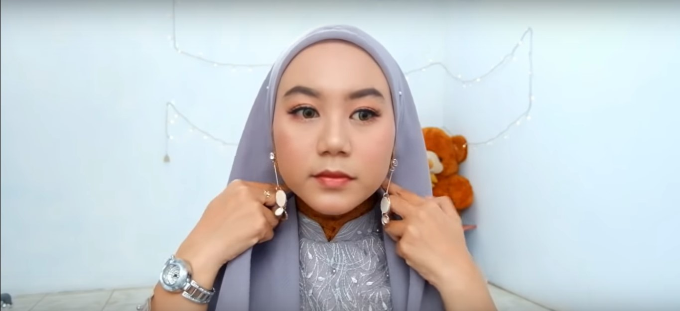 Video Tutorial Hijab Segitiga Simple
