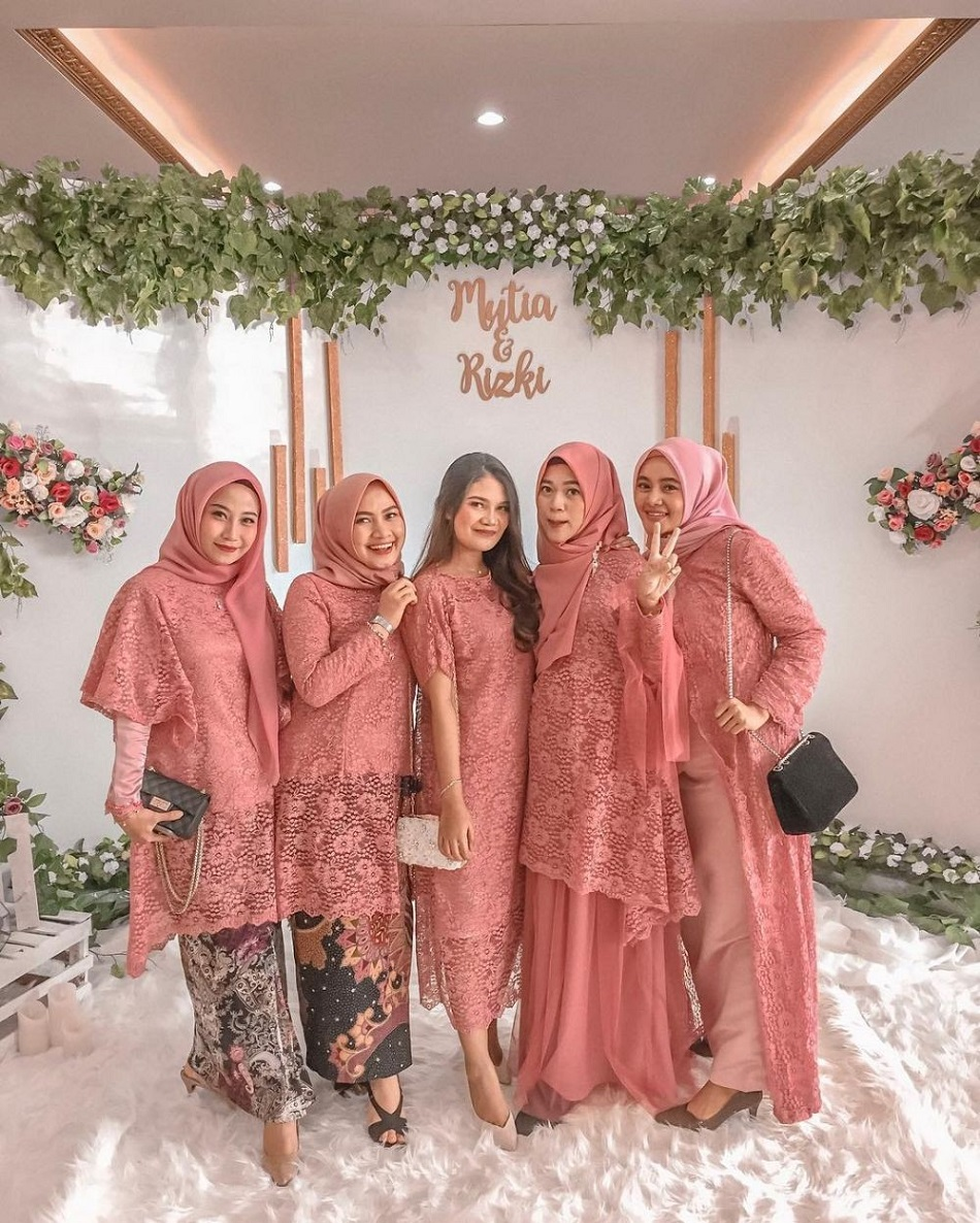 Baju Bridesmaid Hijab Brokat