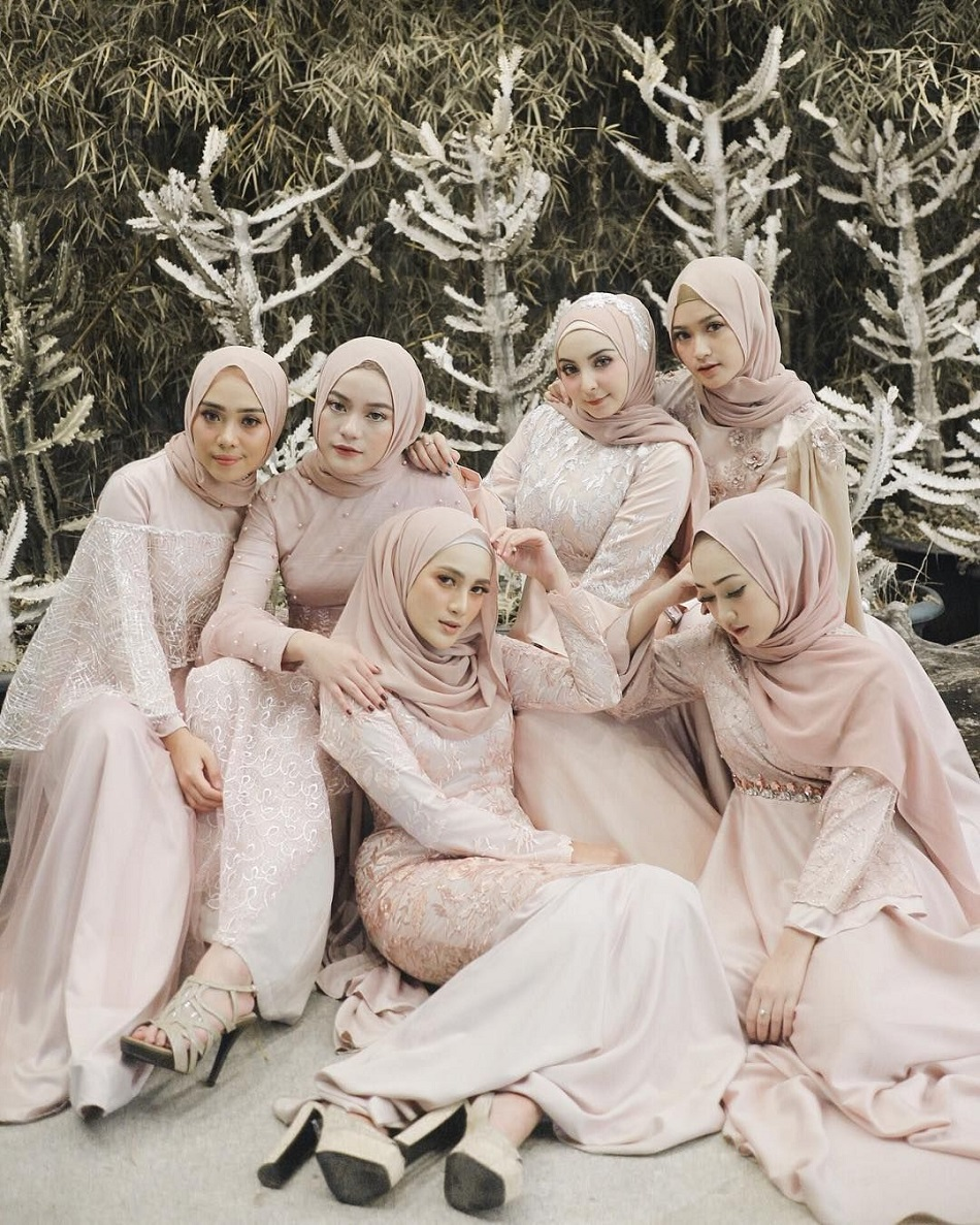Baju Bridesmaid Hijab Stylish dan Elegan