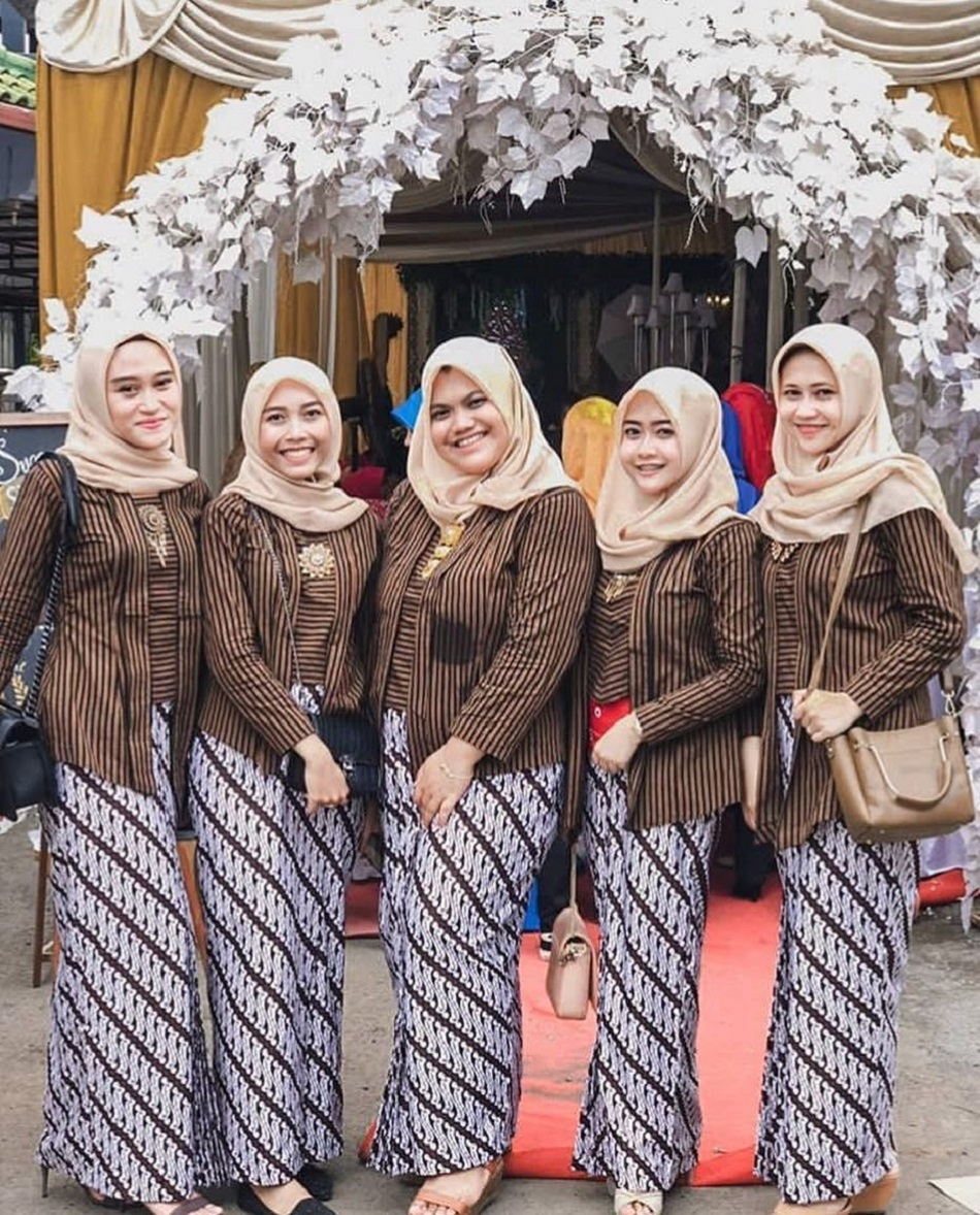 Baju Bridesmaid Model Kebaya Klasik