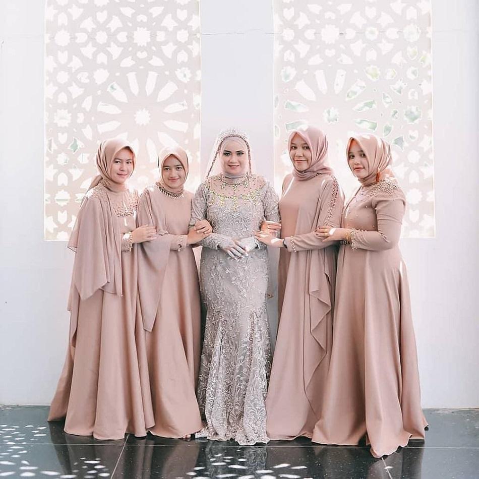 Baju Bridesmaid untuk Wanita Gemuk