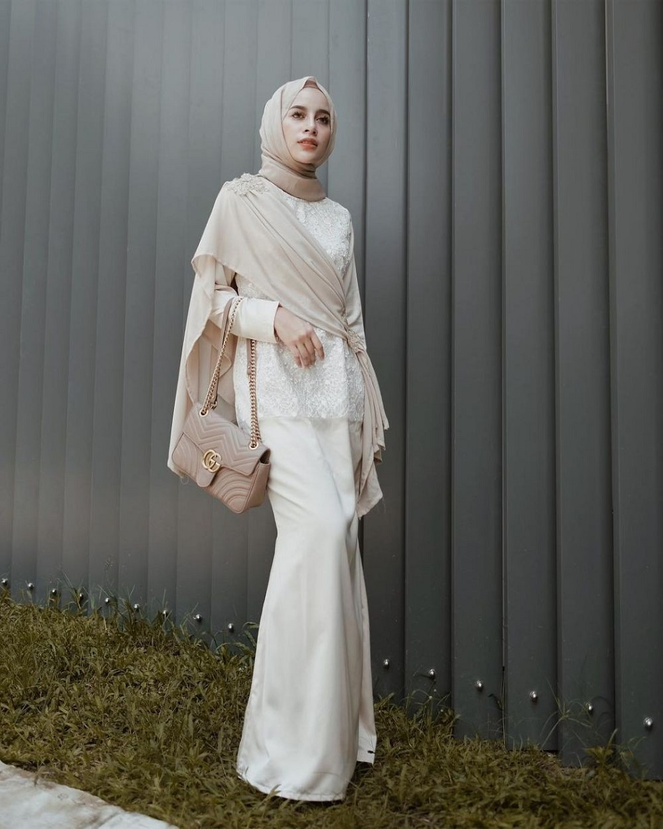 Dress Bridesmaid Hijab dengan Selendang