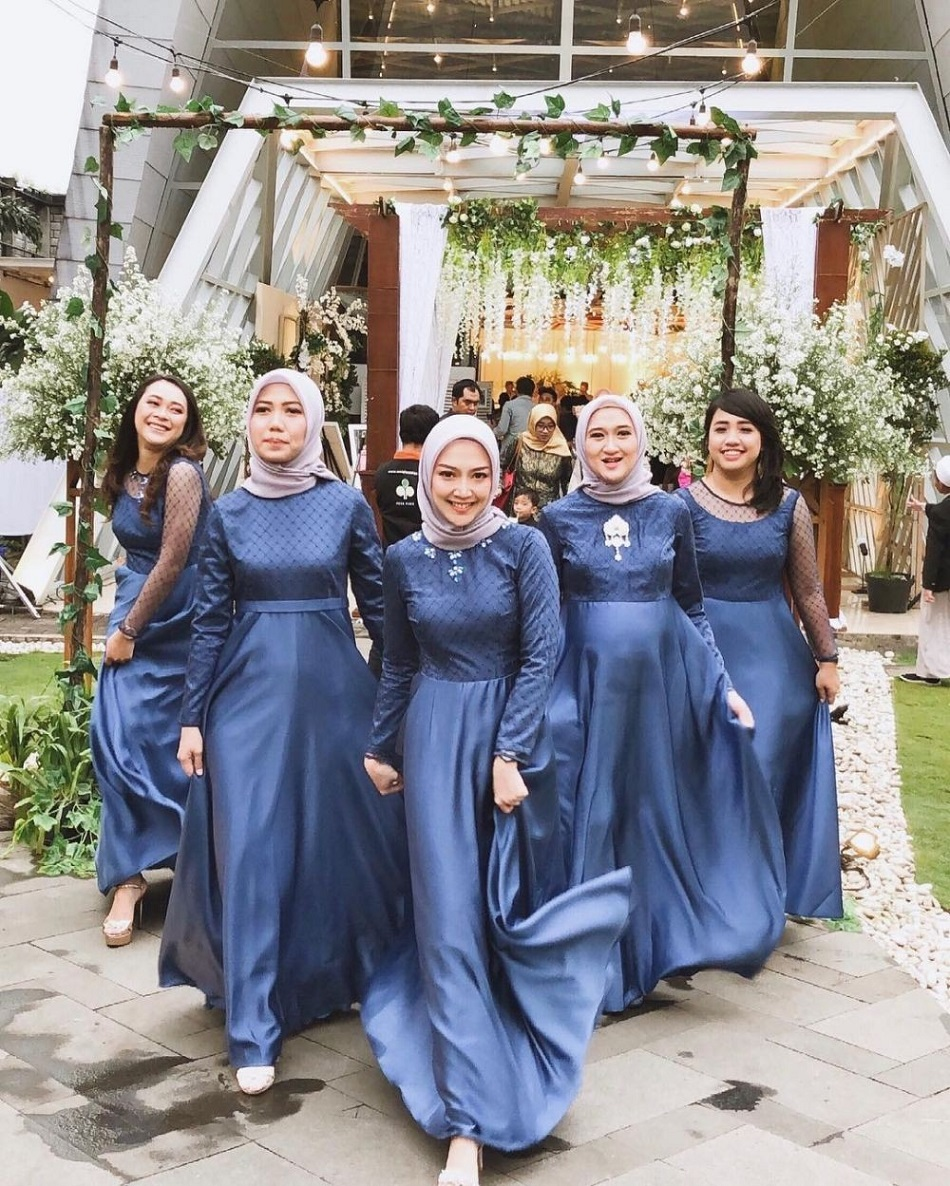 Dress Satin Warna Biru Dongker