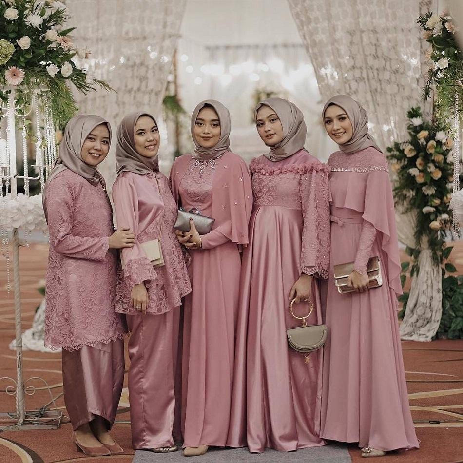 Gaun Bridesmaid Hijab Glamour
