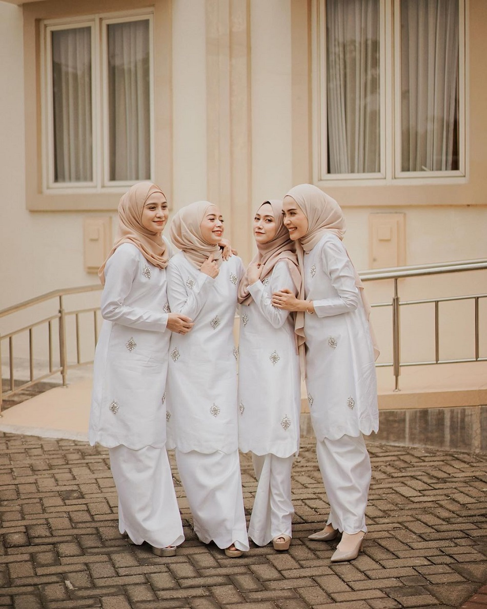 Gaun Bridesmaid Model Baju Kurung