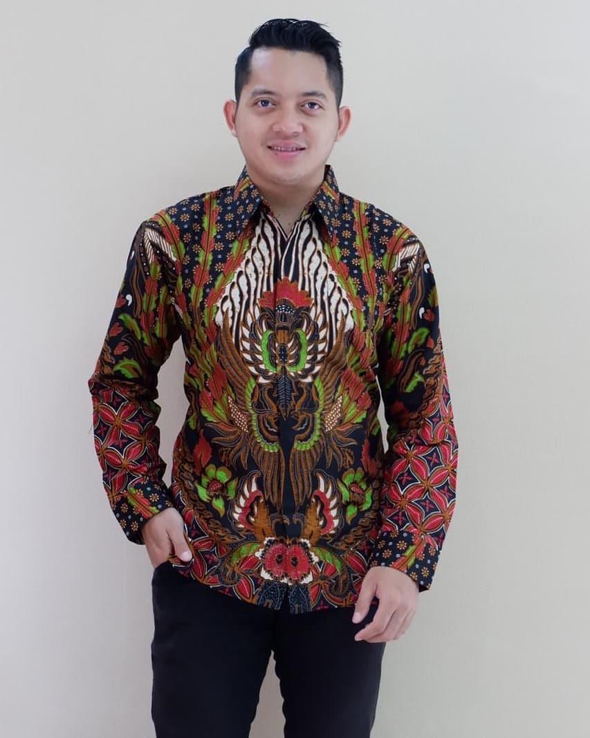 Kemeja batik motif parang kombinasi