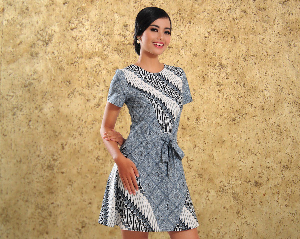 Minidress batik aksen motif parang