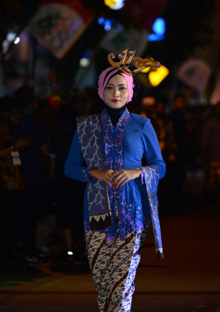 Model Baju Batik Madura Wanita Modern