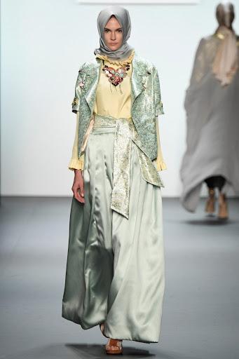 Model Baju Pesta Brokat Kombinasi Batik