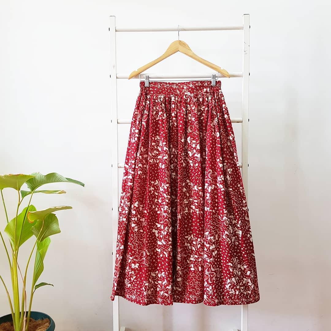 Rok Batik Panjang Kain Warna Merah